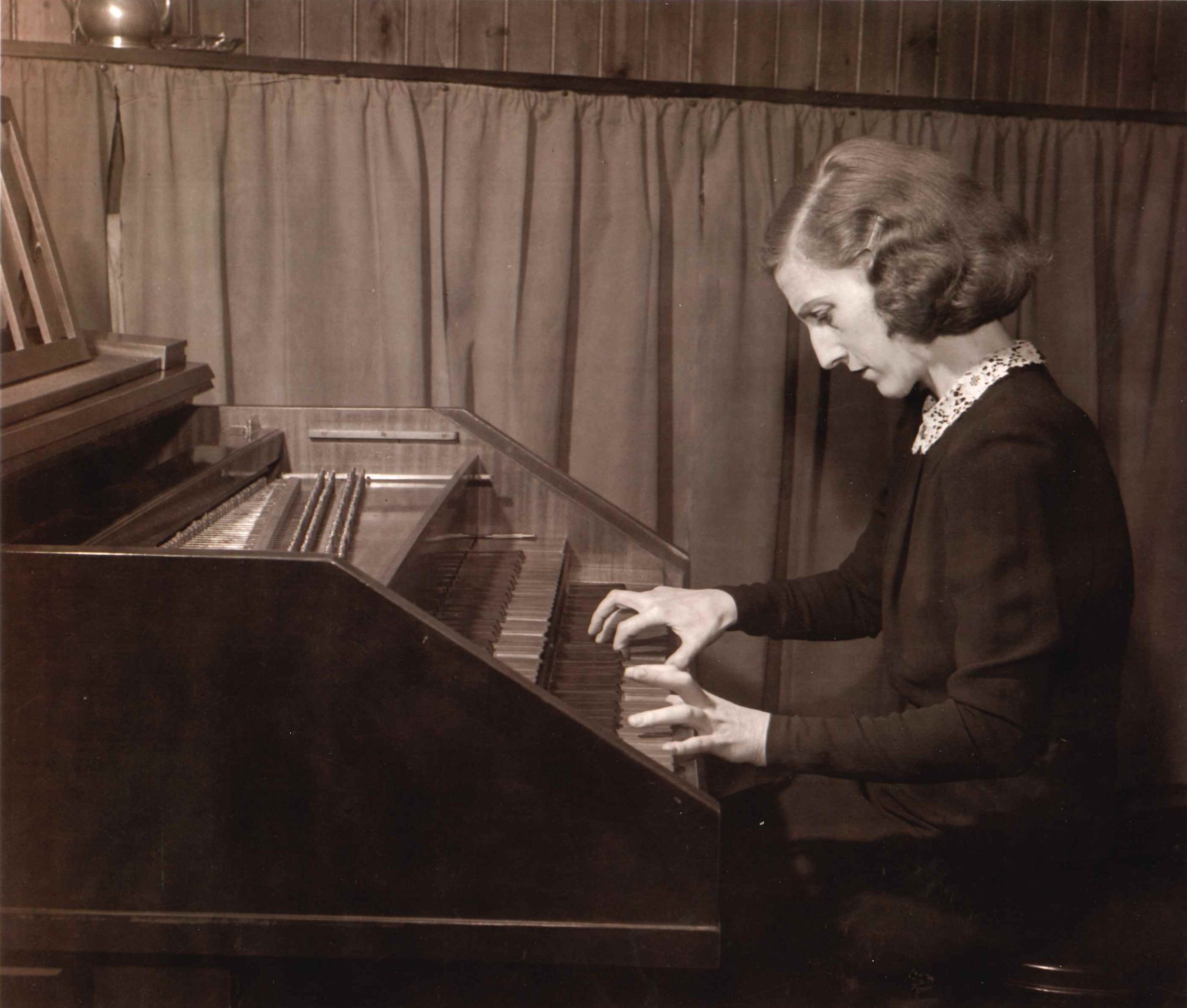 Greta Kraus at harpsichord early photo